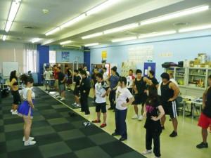 実技前のウォームアップ。藤田トレーナーとチアリーダーがコアダンスで盛り上げてくれました!